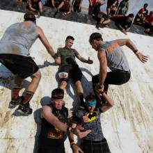 tough_mudder_pyramid_scheme_lift